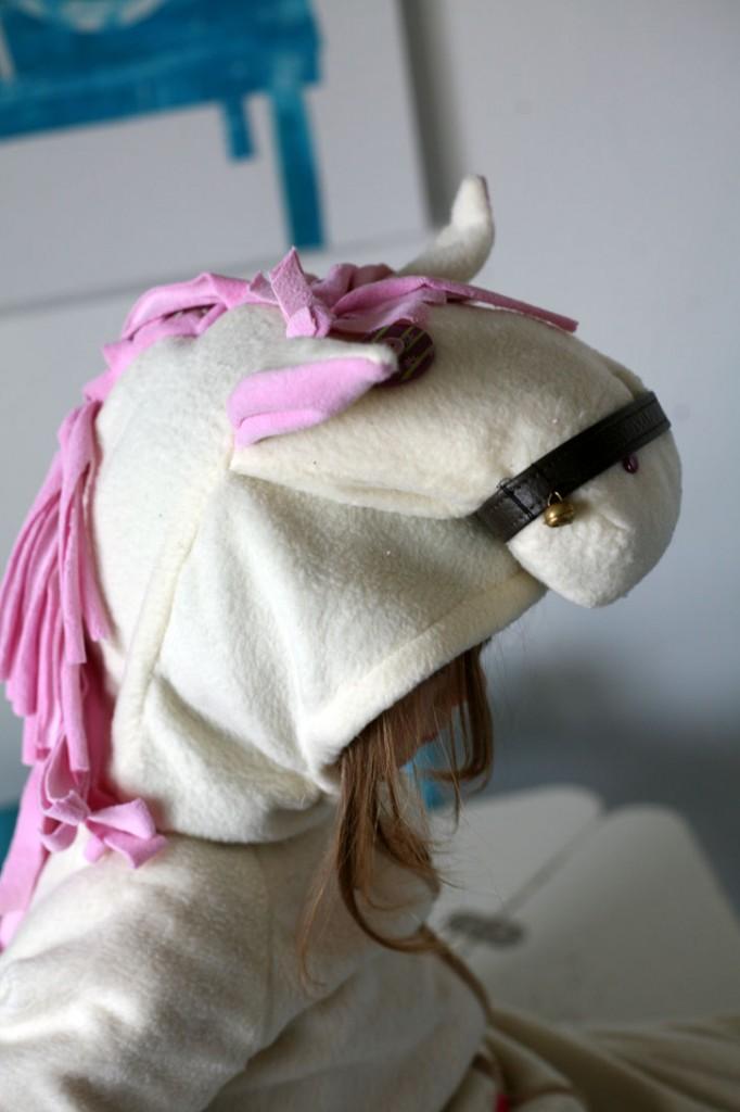 costume de cheval, profil
